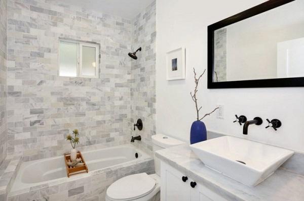 В маленькой ванной предпочтительны светлые тона