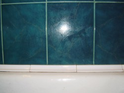 бордюр для ванны на плитку