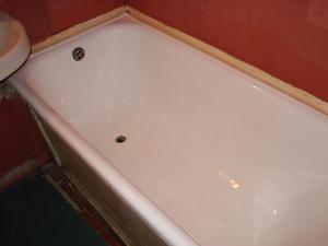 Ухоженная чугунная ванна