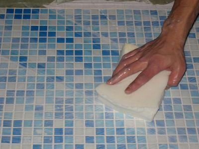 Моем кафель в ванной комнате мыльным раствором