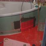 экран под ванной из плитки