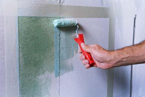 Окрашивание стен ванной комнаты