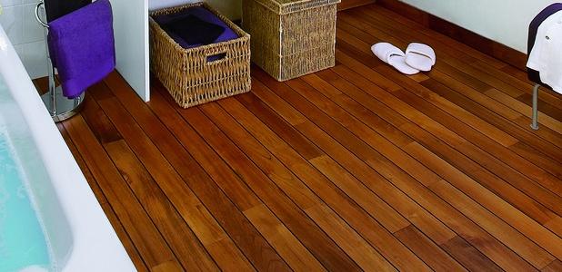 пол в ванной комнате в деревянном доме