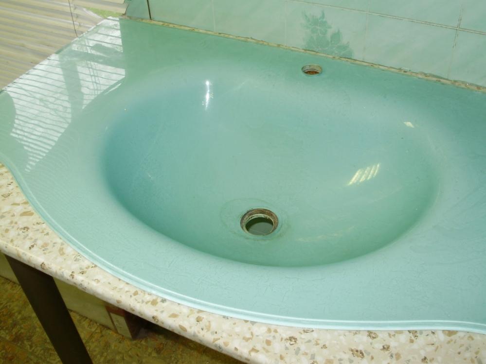 Тумба напольная в ванную комнату с прикрепленной раковиной