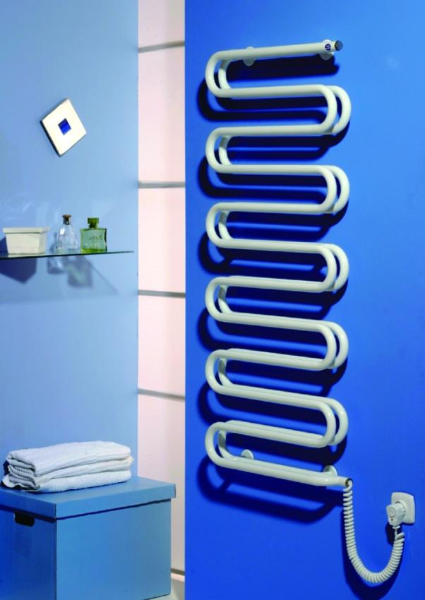 Полотенцесушитель и вытяжка достаточной мощности – лучшие способы поддержания в комнате сухого микроклимата