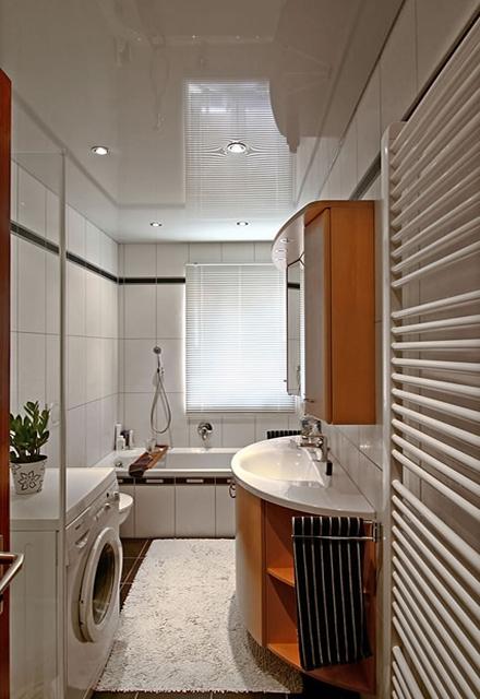 в ванной комнате натяжной потолок