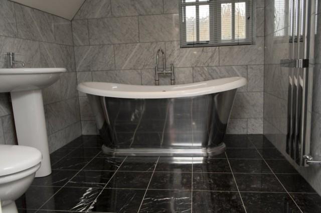 Пол в ванной под мрамор