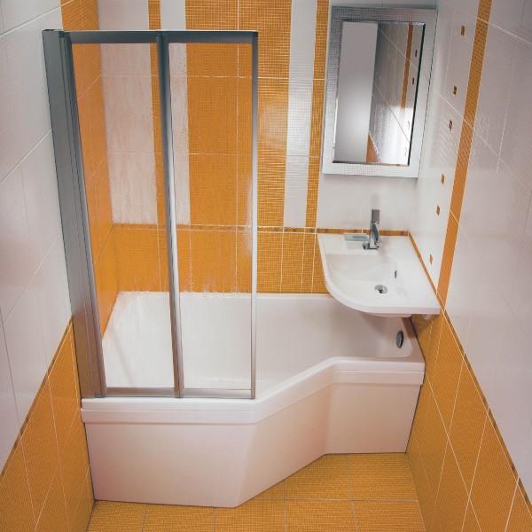Вариант интересной идеи для маленьких ванных комнат с использованием раздвижных стеклянных шторок