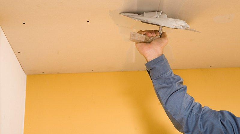 Выравнивание потолка при помощи гипсокартона