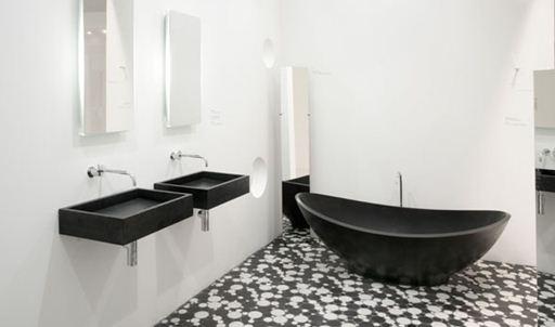 Акриловая ванна в черном