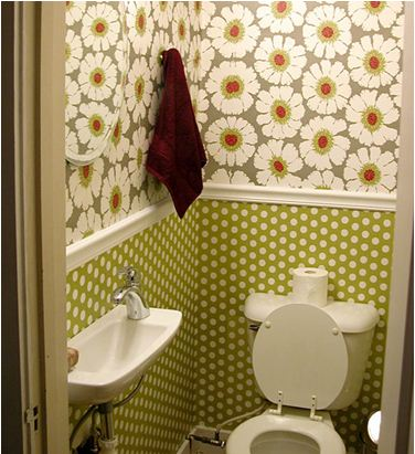 Влагостойкие обои в туалете