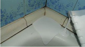 двигаемся строго по периметру ванной, не допуская чрезмерного налития