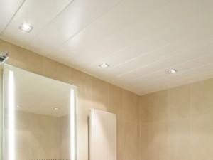 ПВХ панели на потолок в ванной