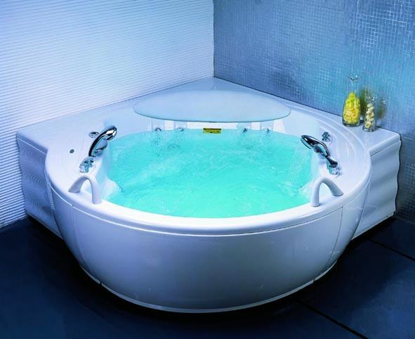 Угловая ванна с гидромассажем маленькая