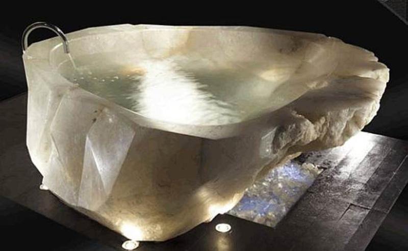 Мраморная ванна замысловатой формы