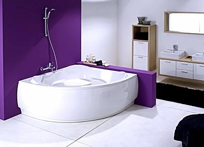 Ванна треугольной формы прекрасно впишется в нестандартный интерьер любой ванной комнаты