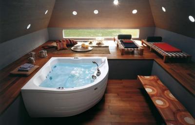Современный дизайн интерьера с угловой акриловой ванной