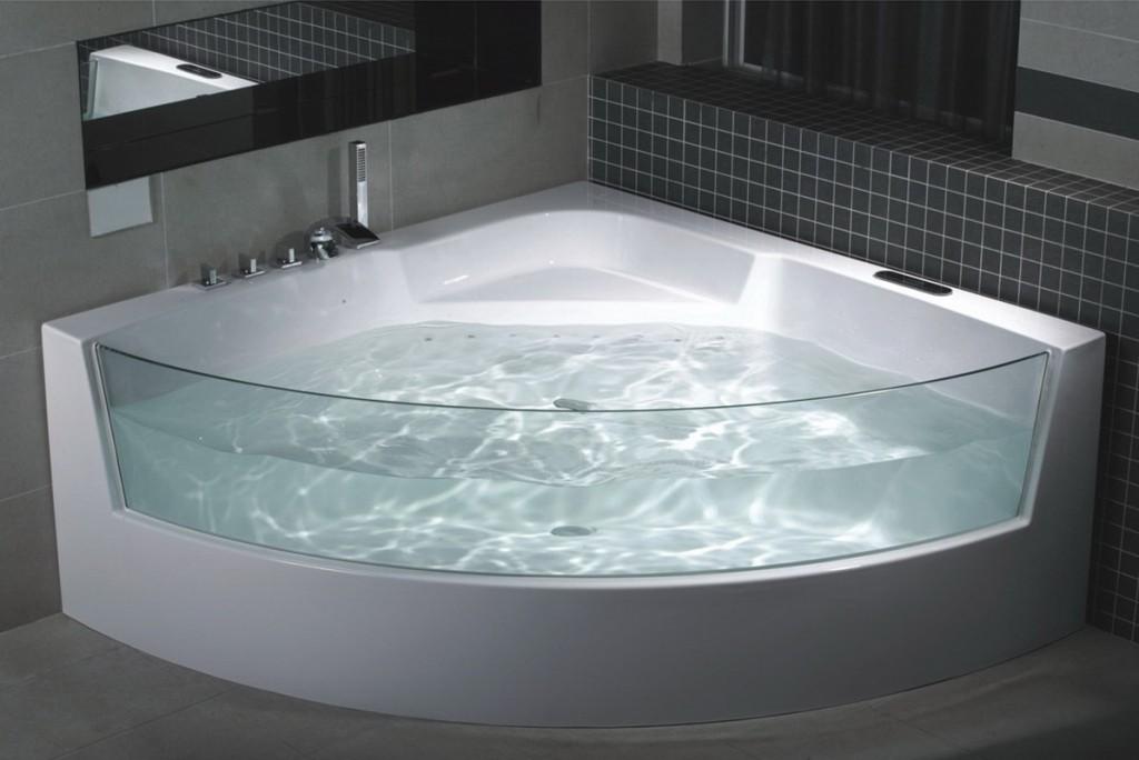 Ванна угловая со стеклом для стандартных квартир