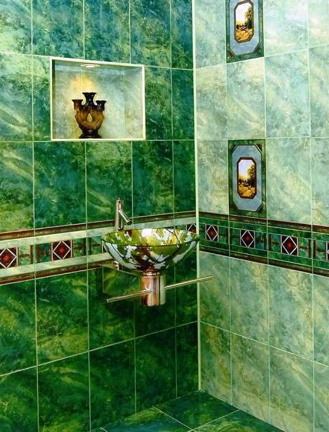 Вставка плиток иной фактуры или расцветки – удачный композиционный прием в дизайне ванной в классическом стиле