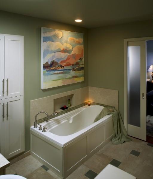Оливковая ванна в современном восточном стиле