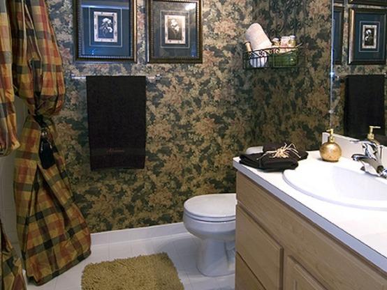 Картины в интерьере ванной кантри
