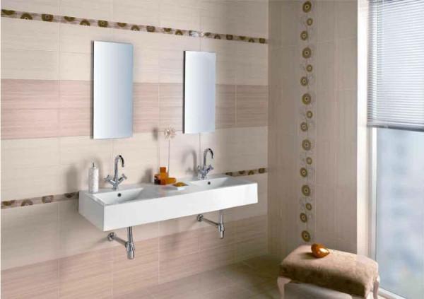 Отделка кафелем ванной с использованием декоративных элементов