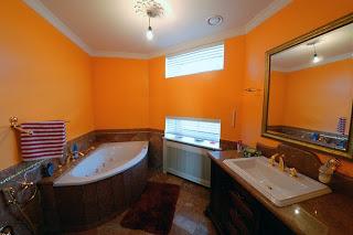 Благородный коричневый и яркий оранжевый – неплохое сочетание