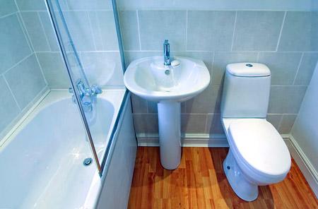 Функциональный и аккуратный дизайн маленькой ванны