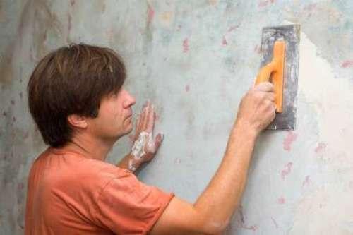 Стена должна быть ровная и чистая.