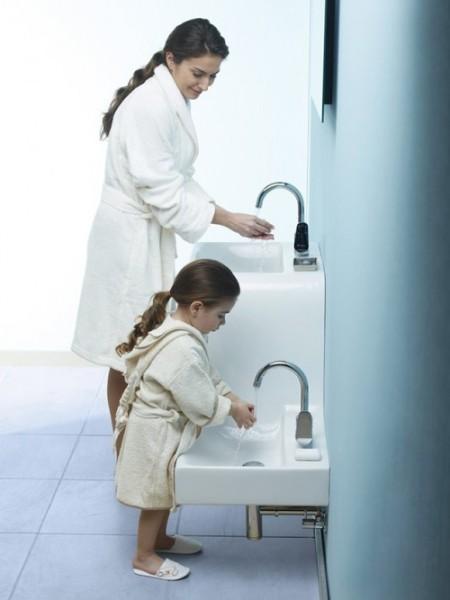 Детский умывальник надо располагать значительно ниже.