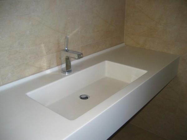 Один из вариантов дизайна умывальника для ванной.