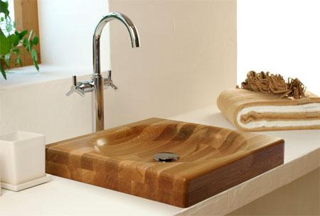 Подобное устройство красиво, но неудобно, т.к. вода будет брызгать во все стороны.