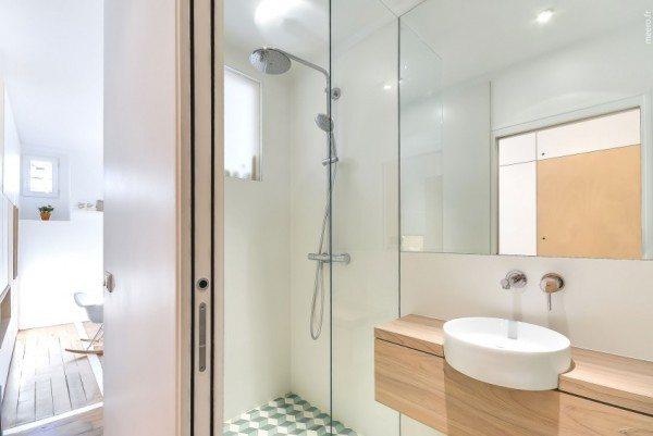 Душевая кабина в расширенной части ванной комнаты