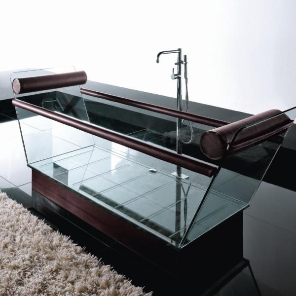 Емкость для принятия ванн со стеклянными стенками подчеркнет лаконичность хай-тека или минимализма