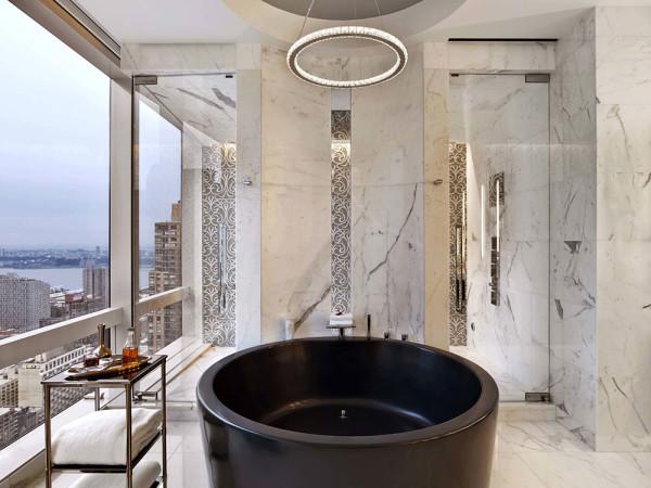 Еще один вариант для роскошной и неординарной комнаты – круглая купель в темном тоне
