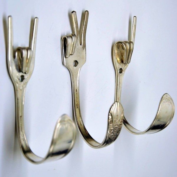 Если конструкция вилки позволяет, то можно оригинально изогнуть даже ее зубчики