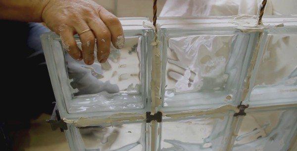 Если установленной арматуры не хватает, ее можно нарастить в процессе кладки