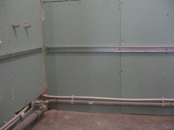 Из гипсокартона можно делать не только перегородки, им можно обшить все стены в помещении