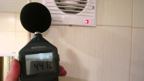Измерение уровня шума, который издаёт электрическая вытяжка