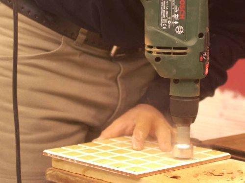 Как вырезать отверстие в кафеле