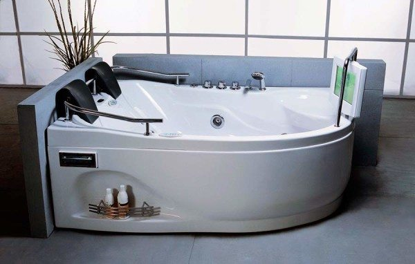 Какие акриловые ванны лучше? Те, которые обладают необходимым функционалом и высоким качеством.