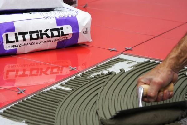 Какой лучше использовать клей для кафеля? Это зависит от качества плитки и специфики помещения.