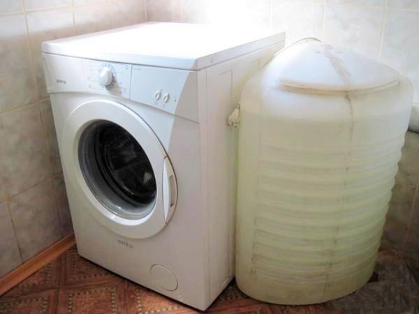 Машинка с резервуаром для воды очень удобное изобретение.