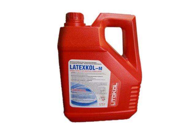На фото Latexkol от Litokol пластификатор плиточного клея (цена – от 1100 руб.)