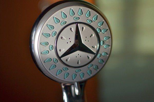 Резиновые сопла легко прочищаются иголкой или булавкой.