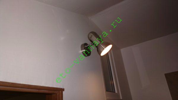 Спотовый светильник поможет вам спрятать огрехи отделки.