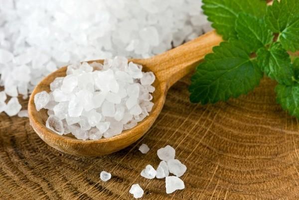 Так ли полезно добавлять в ванну морскую соль?