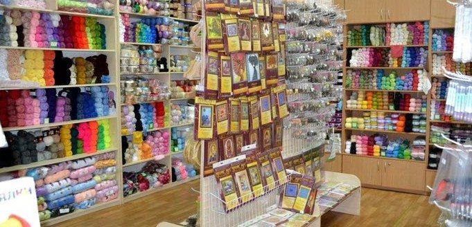 В обилии представленных магазином ниток вам поможет сориентироваться продавец
