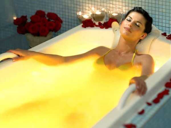Ванны с солью – универсальны, позволяют улучшить состояние кожи, расслабиться и даже избавиться от простуды