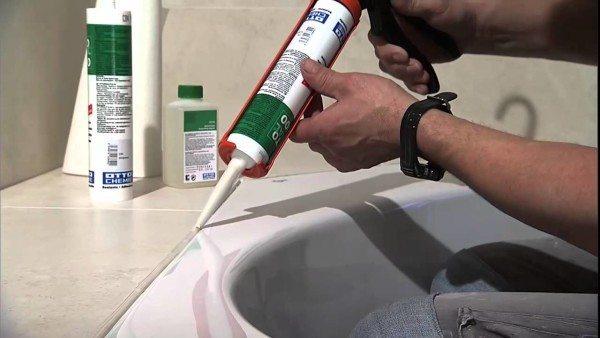 Важно обеспечить достаточную гидроизоляцию для стен и поддона